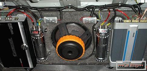 Come collegare un subwoofer ad un amplificatore auto